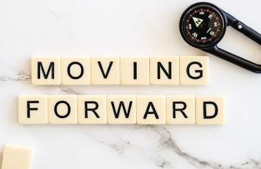 moving-forward-4777506_640 (1)